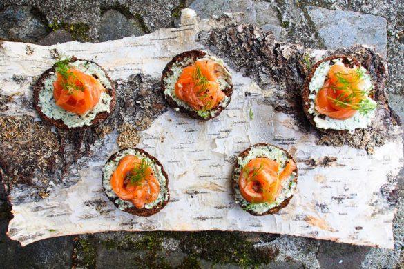 Piparjuuri-parmesantahnaa (kuusenkerkkä)graavilohella