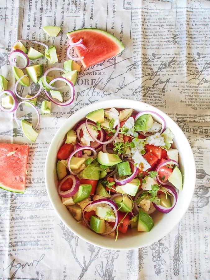 vesimeloni-avokado-fetasalaatti