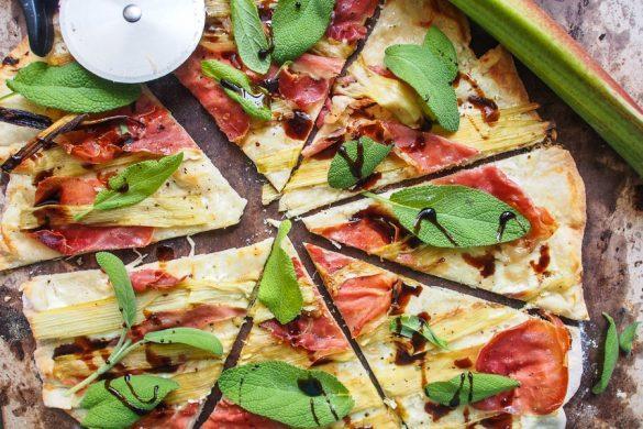 Pitsa ei juustoa kaipaa: Prosciutto-raparperipitsa