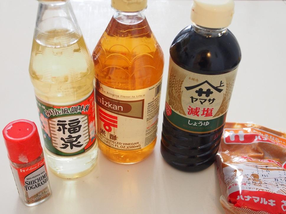 togarashi, mirin, riisiviinietikka, vähäsuolaista soijaa, misoa