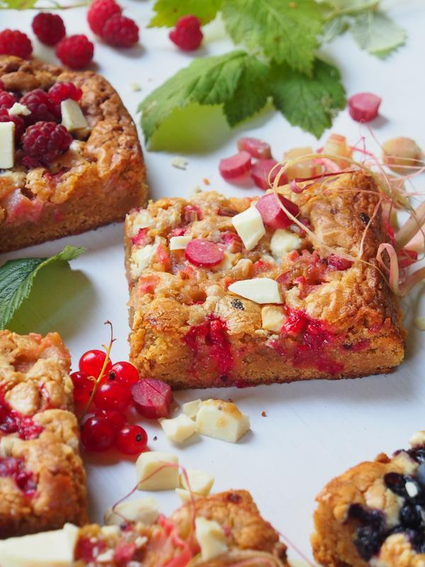 These browned butter-seasalt-white chocolate-berryblondies are just sinfully delicious!
