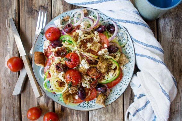 Kreikkalainen kesäkurpitsaspagetti-salaatti (GF)