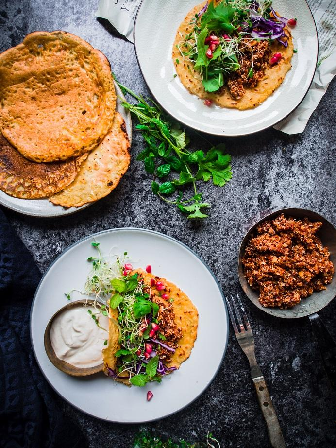 Kikhernelettutacot, harissakvinoaa, tahinijugurttia