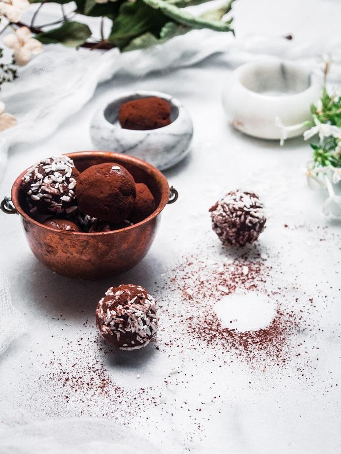 2 raaka-aineen vegaaniset suklaatryffelit