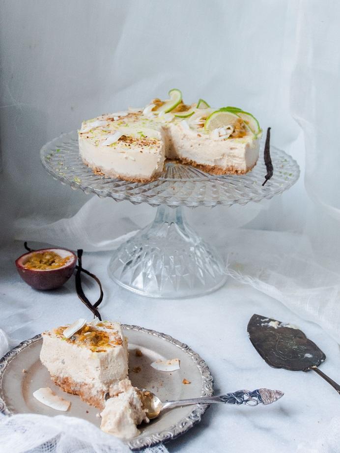 Vegan tofu lime and coconut raw cake // Tofu-lime-kookosraakakakku