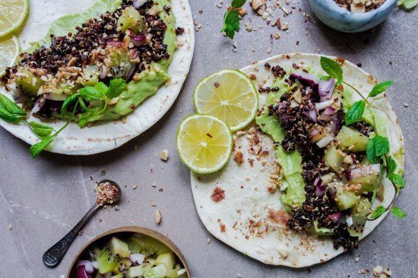 Kvinoa-kiivitacot dukkahilla (V)