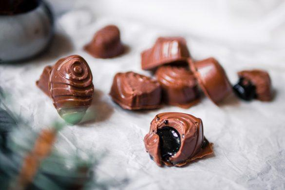 Helpot salmiakki-suklaakonvehdit (GF)