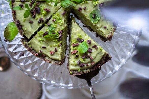 Pähkinätön avokado-limeraakakakku (V, GF)