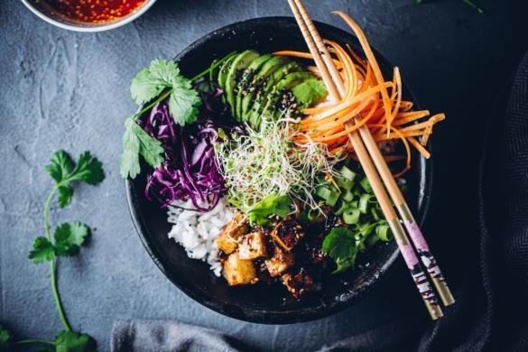 Tofu-bibimbap. Vegaaninen
