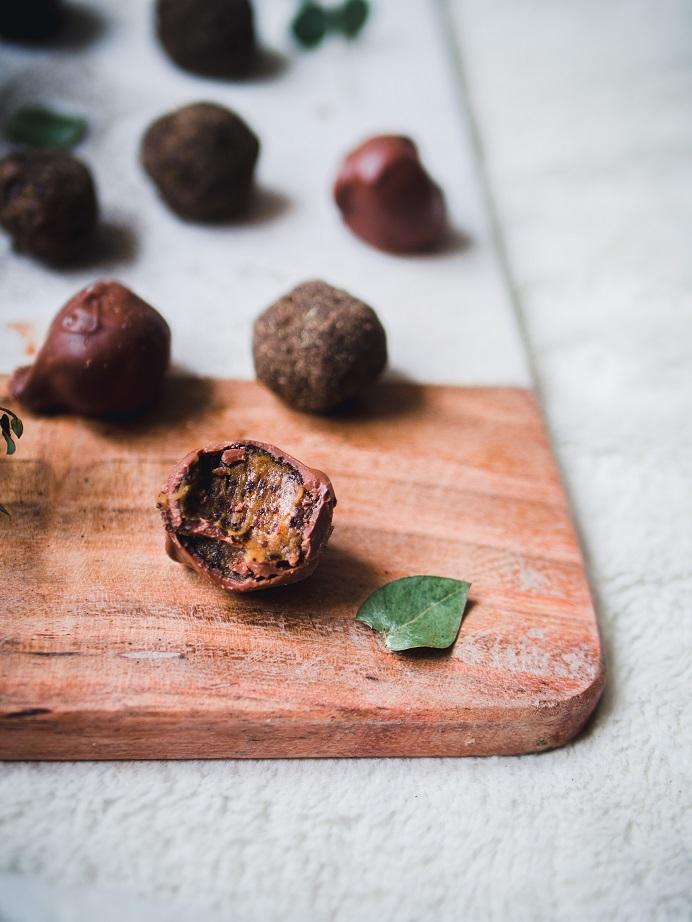idLakritsa-taatelitryffelit. Herkullinen ja terveellinen vaihtoehto suklaakonvehdeille.
