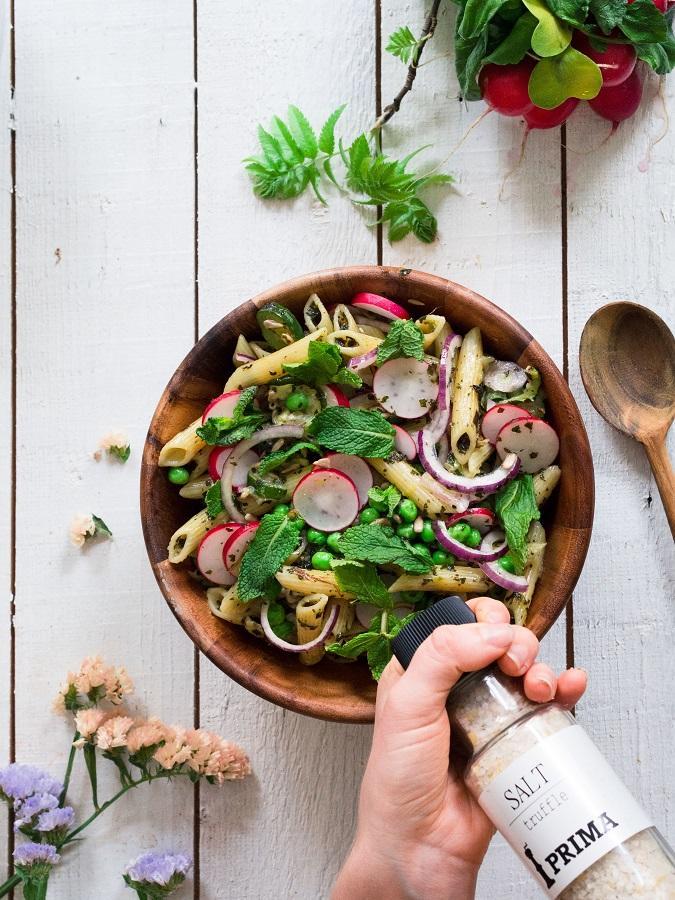 Vegaaninen pastasalaatti