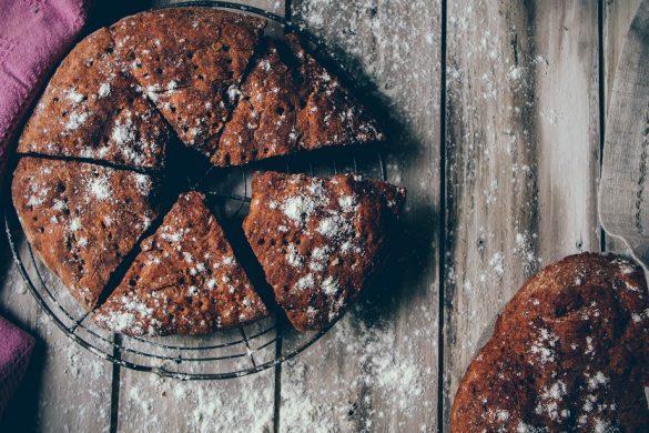 Gluteeniton tumma leipä