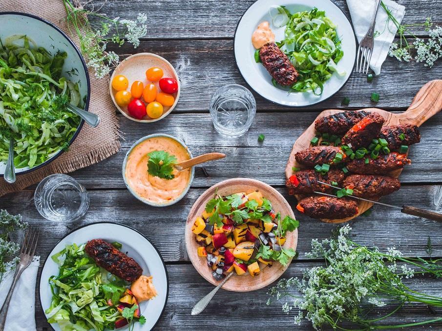 Kasviskebakot ja grillilisukkeet. Vegaani. Gluteeniton