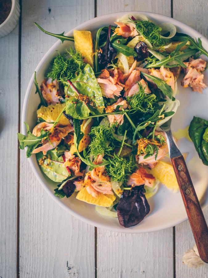 Savulohi-appelsiini-fenkolisalaatti