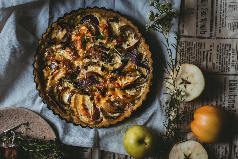 omena-gruyere-sipulipiirakka