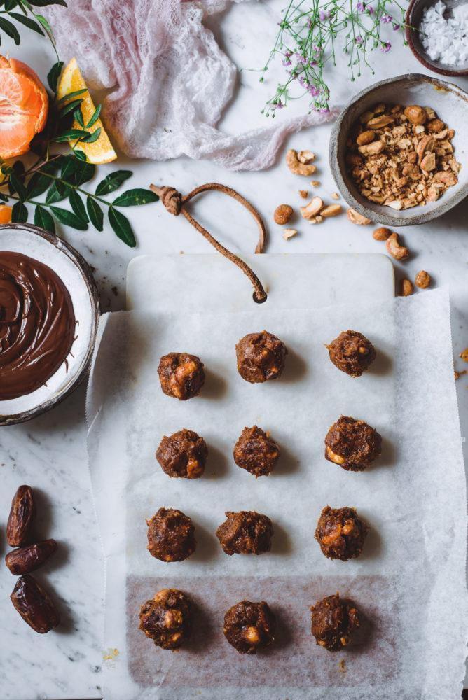 Pähkinä-taatelitryffelit. Gluteeniton