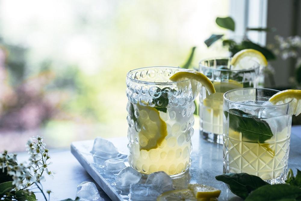 Sitruuna-basilikajäätee
