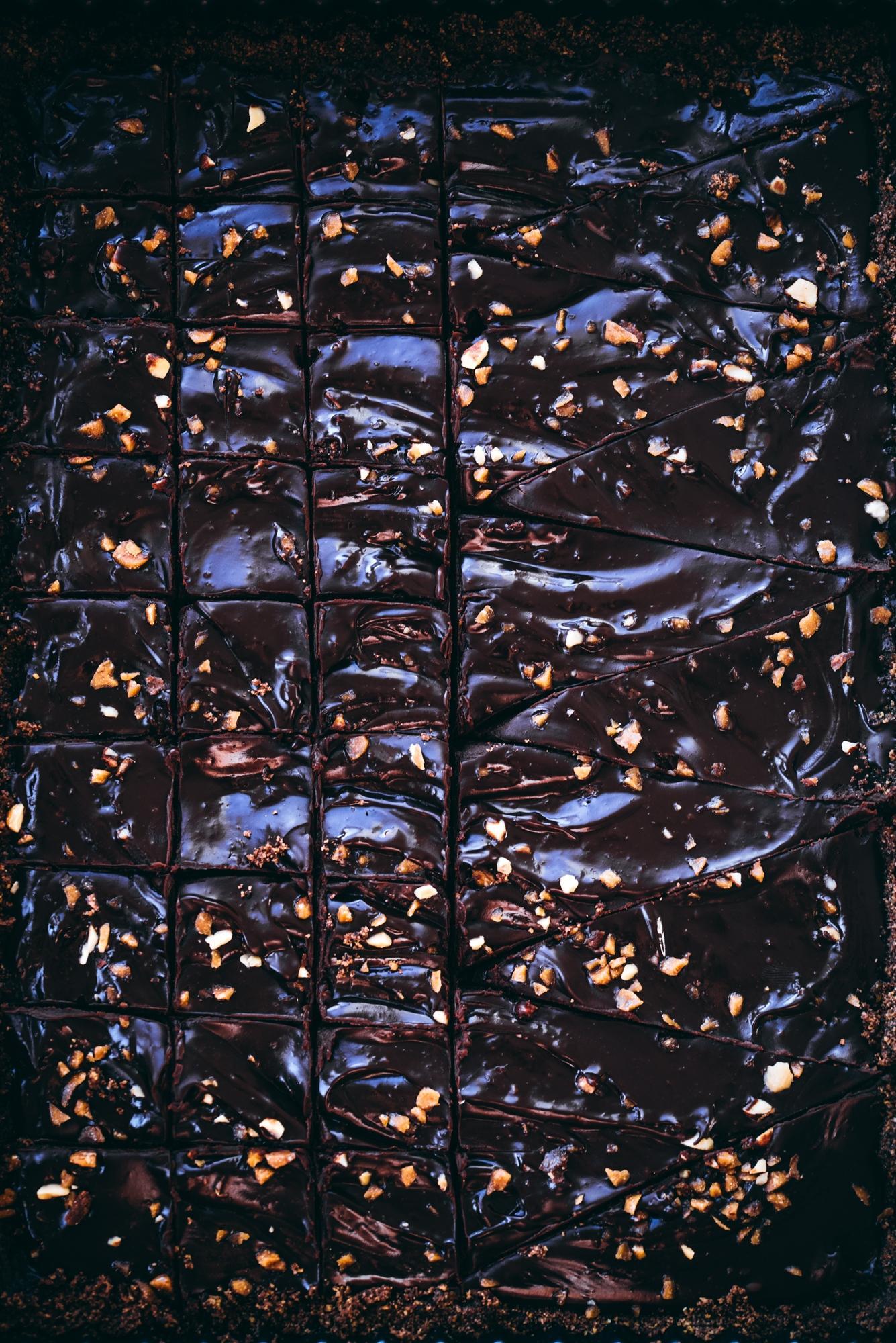 Suklaaganache-piirakka. Vegaaninen