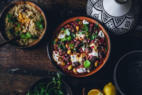 Marokkolaiset vegepyörykät ja tomaattitagine (V)