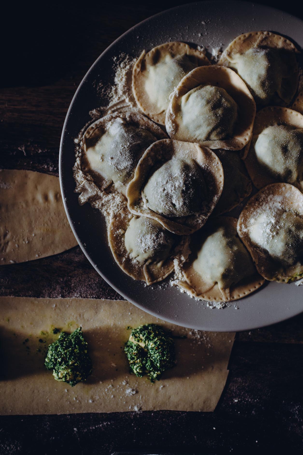 Vegaaninen pasta ja tofu-pinaattiraviolit