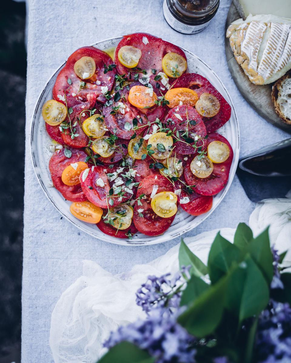 Juhannusmenu. Tomaattisalaatti