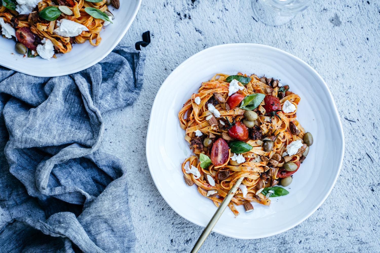 Romesco pasta. Vegaaninen
