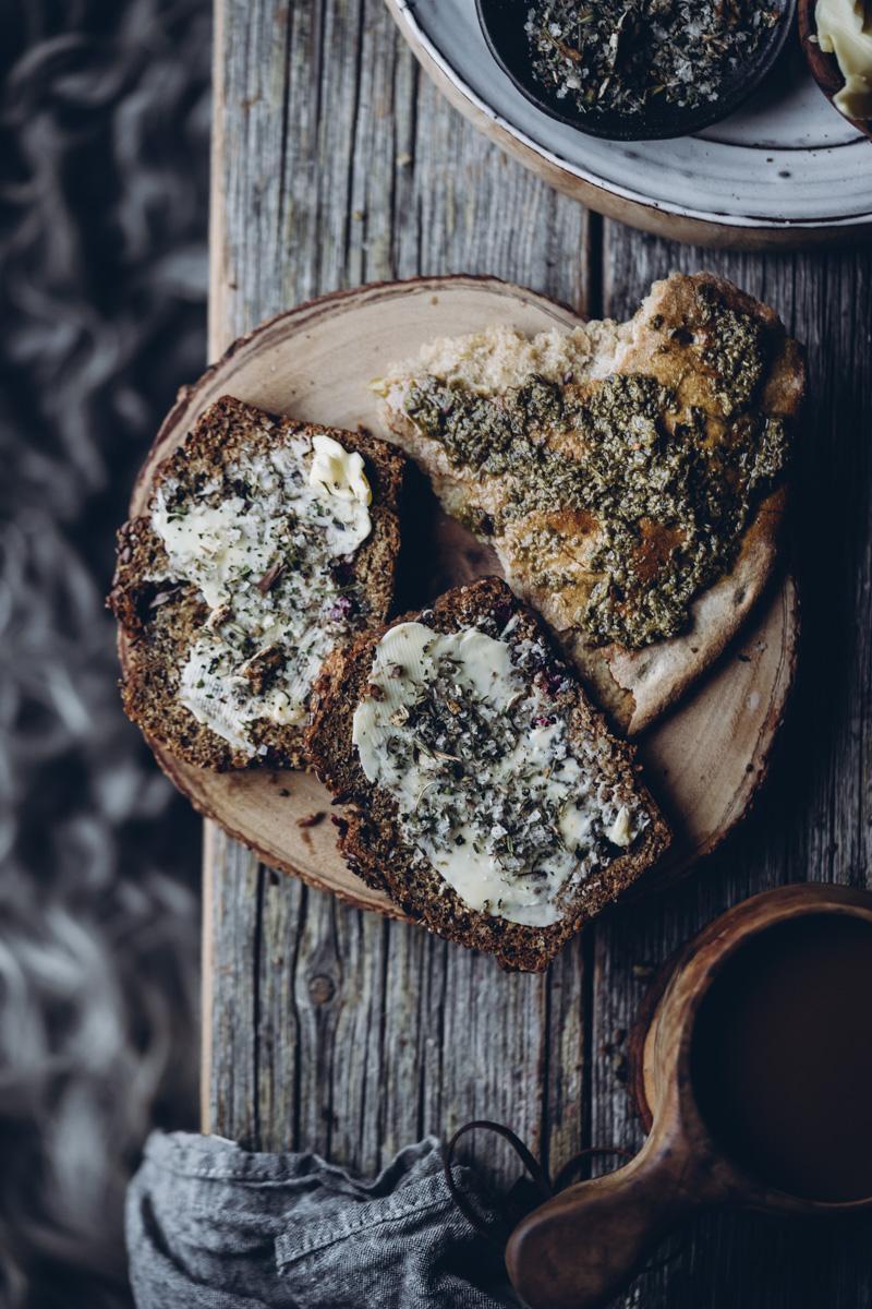 Puolukka-kuusenkerkkäleipä