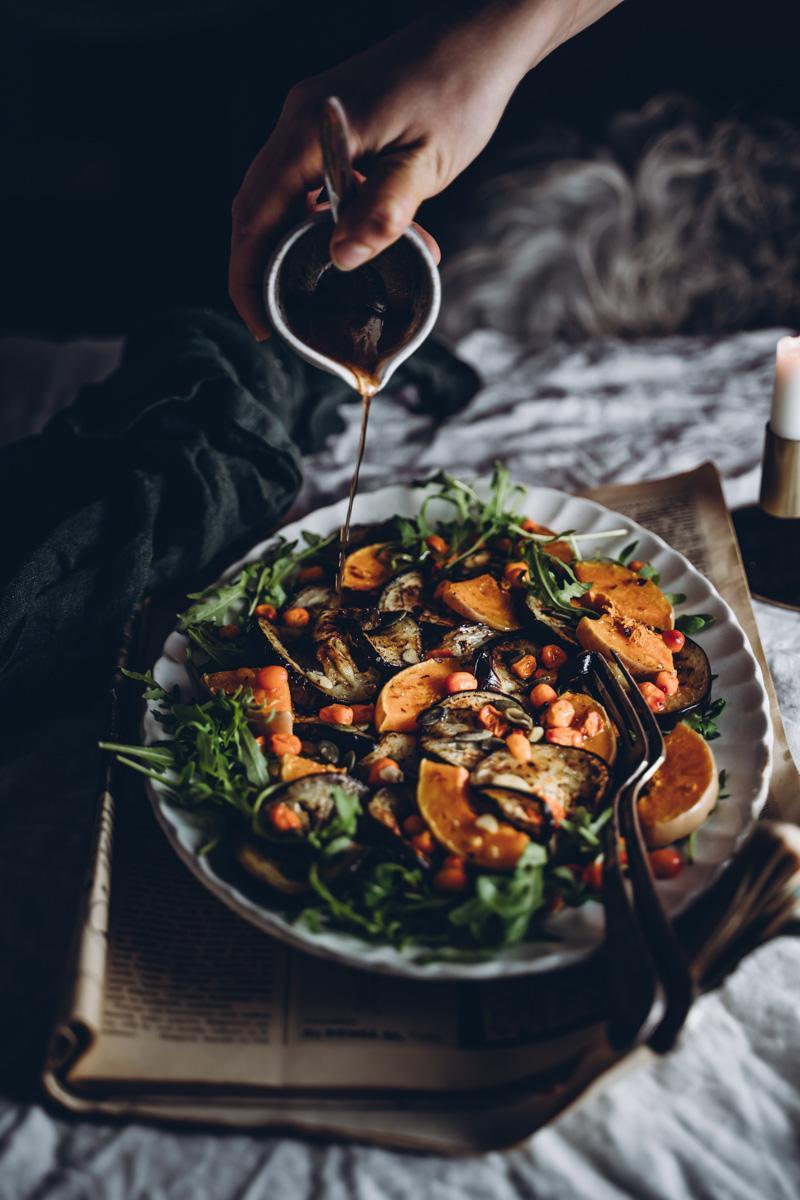 Munakoiso-kurpitsa-tyrnisalaatti