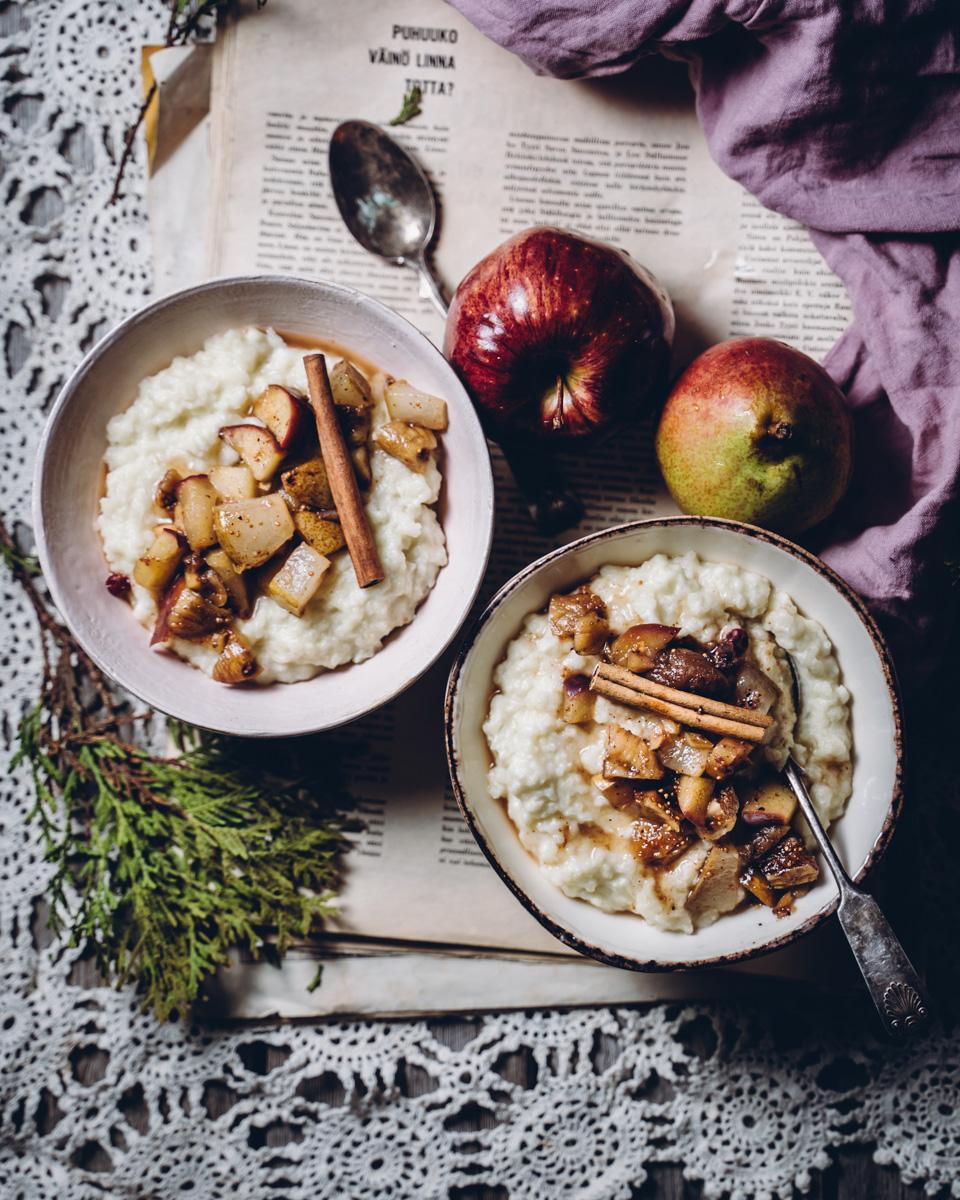 Riisihiutalepuuro. Hedelmäkompotti. Vegaaninen