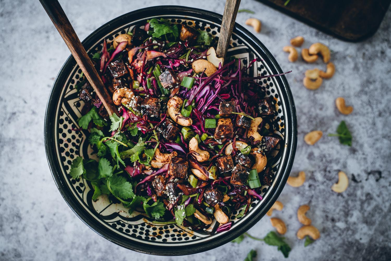 Aasialainen punakaalisalaatti. Vegaaninen