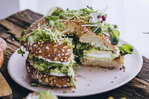 Vihreä kauraleipäkakku. Gluteeniton. Vegaani