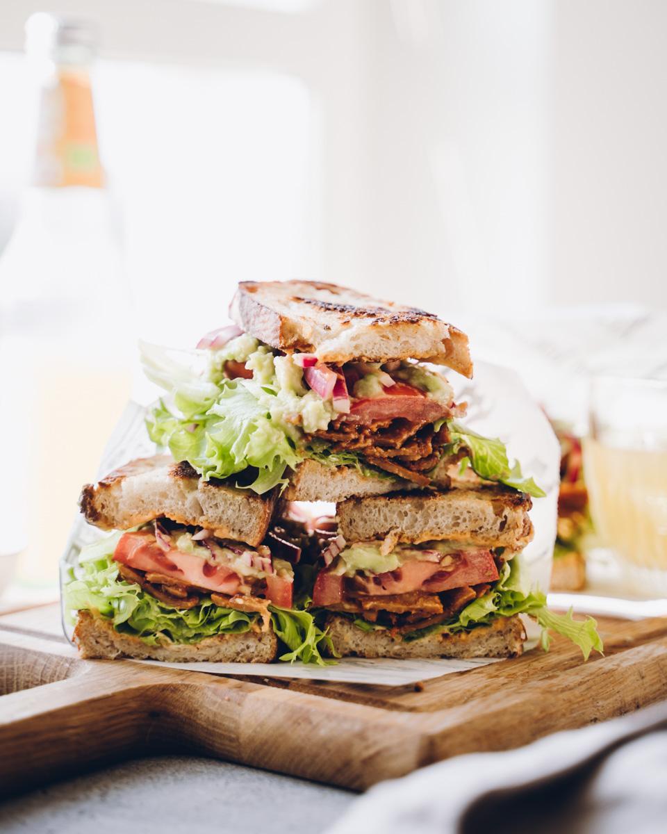 Vegaaninen BLT sandwich