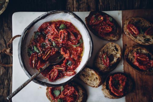 Uunikuivattu tomaattitahna